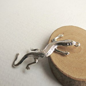 Gecko lizard charms, platina colored, 5 pcs.