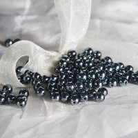 Czech glass round beads with hematite coating, 4mm, 120 pcs.